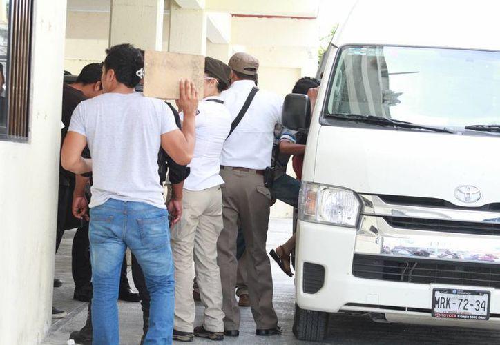 Los indocumentados fueron asegurados en un hotel en Cancún. (Sergio Orozco/SIPSE)