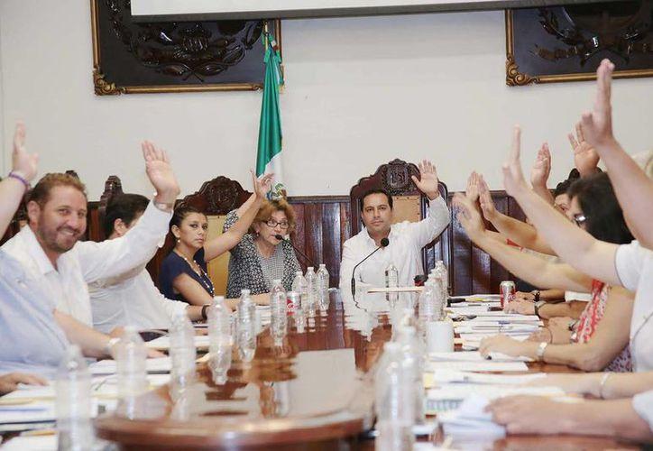 El Cabildo meridano autorizó también convenios del Ayuntamiento con instituciones para el desarrollo de vivienda económica. (Cortesía)