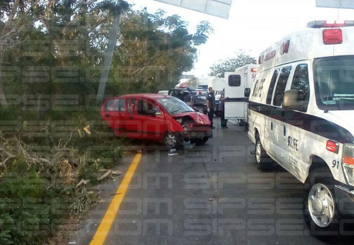 Incidente en boulevard Colosio, en el segundo puente del aeropuerto. (Eric Galindo/SIPSE)