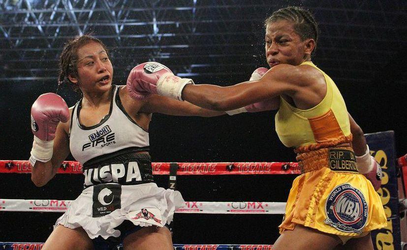 La mexicana Anabel Ortiz obtuvo su primera victoria del año, luego de derrotar por la vía de la decisión unánime a Brenda Ramos.(Notimex)