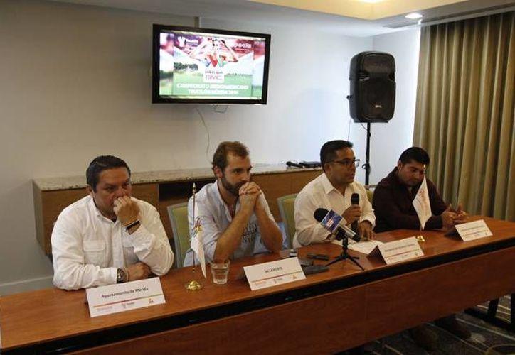 Este miércoles se presentaron los pormenores del Campeonato Iberoamericano de Triatlón Mérida 2016. (César González/ SIPSE)