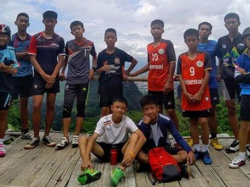 Los 12 niños y su entrenador fueron rescatados luego de poco más de dos semanas atrapados en un pequeño espacio en una cueva en Tailandia (Foto tomada de larepublica.pe)