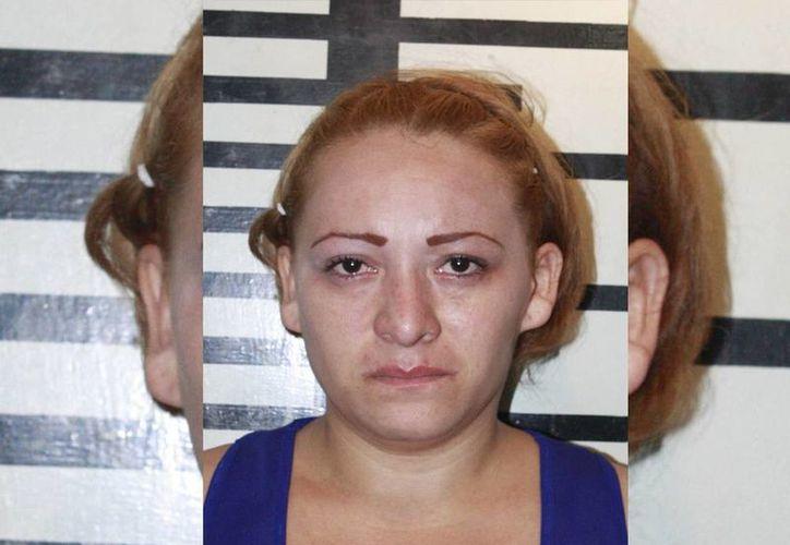 Claudia Jazmín Pérez Frayde  fue detenida en cumplimiento de una orden de aprehensión por quedarse con 15 mil pesos. (Cortesía)