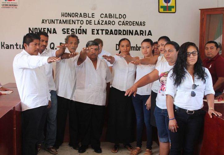 Tomaron protesta nuevos alcaldes durante la novena sesión extraordinaria. (Raúl Balam/SIPSE)