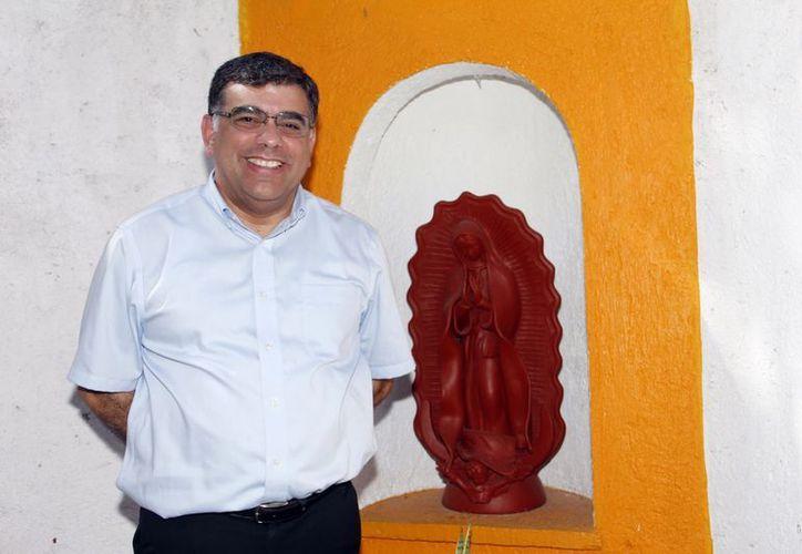 """""""Me hace falta mucho más que dar en mi vida sacerdotal"""", declaró el padre Jorge Carlos Menéndez Moguel. (SIPSE)"""