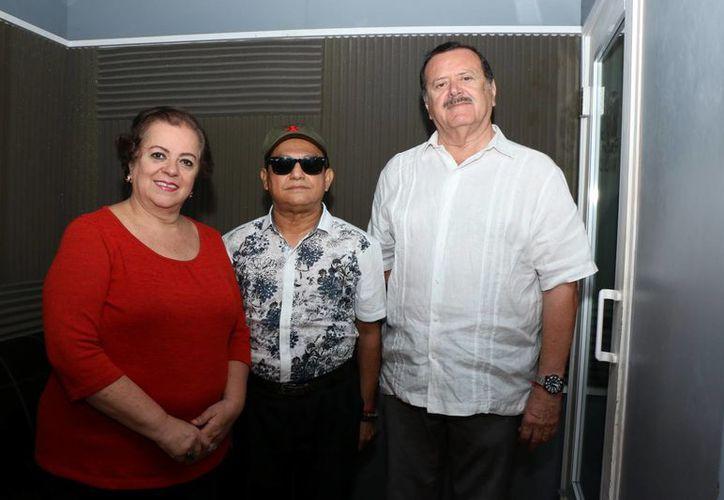 Esperanza Nieto, el invitado José Luis Loría y Jorge Barrera. (Milenio Novedades)