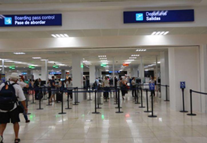 El aeropuerto de Cancún recibe cuatro nuevas rutas internacionales. (Israel Leal/SIPSE)