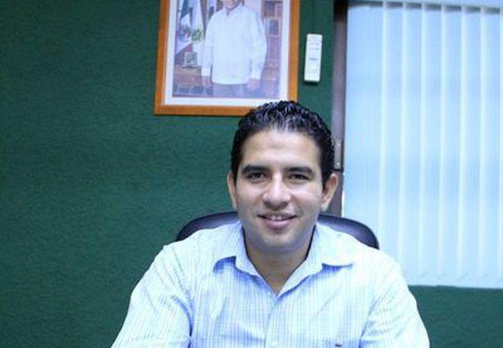 Javier Osante Solís aporta su experiencia en el Incay. (José Acosta/SIPSE)