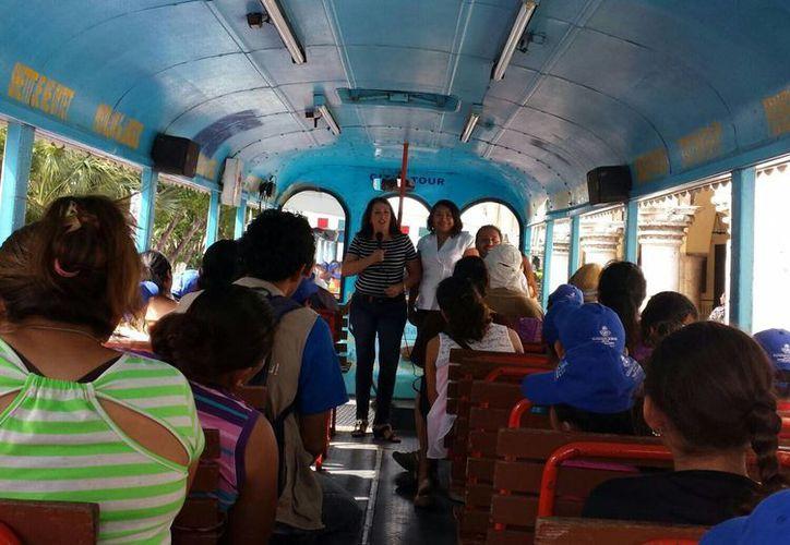 El recorrido se hace en el autobús conocido como 'Carnavalito'. (SIPSE)
