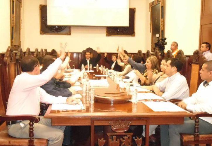 Regidores aprobaron en sesión extraordinaria de Cabildo la lista de recipiendarios de las siete categorías del Premio Ayuntamiento de Mérida a la Cultura Ciudadana. (SIPSE)