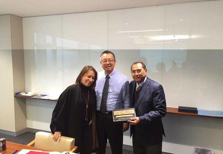 Fotografía del secretario de Innovación, Tecnología y Educación de Yucatán, Raúl Godoy Montañez, en una visita de trabajo a las oficinas de ecosistema de innovación y emprendimiento de Hong Kong.  (@ABuenrostroMass)