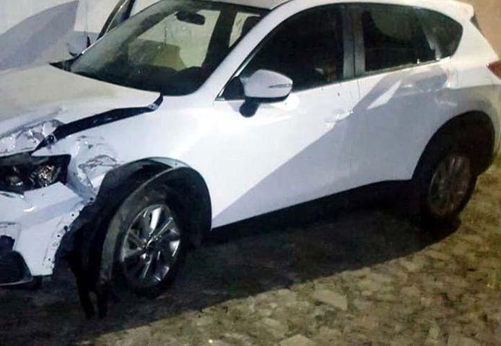 El vehículo donde viajaba Martín después del accidente. (Foto Reforma)