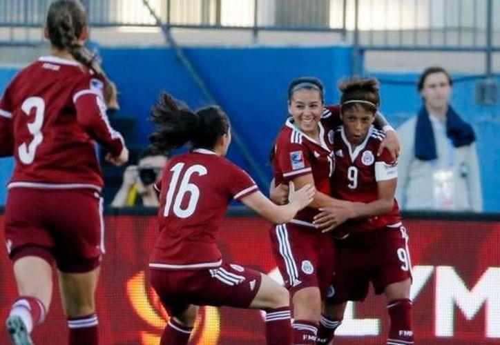 Con tres goles de Maribel Domínguez (9), México aplastó a Puerto Rico este miércoles, 6-0. (Twitter: @Univ_Deportivo)