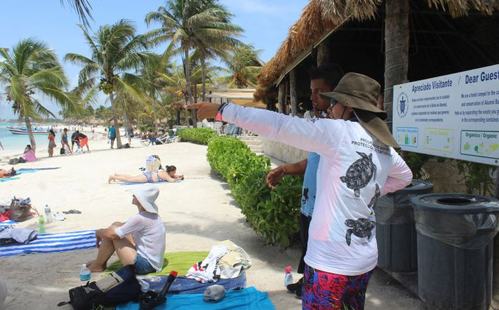 La zona de playas cuenta con ocho  guardavidas de la Dirección de Protección Civil. (Sara Cauich/SIPSE)