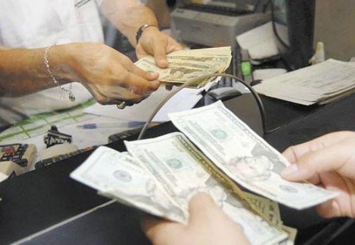 Las remesas son la cantidad en moneda nacional o extranjera proveniente del exterior, que envían las personas a sus familiares en México. (alternativo.mx)
