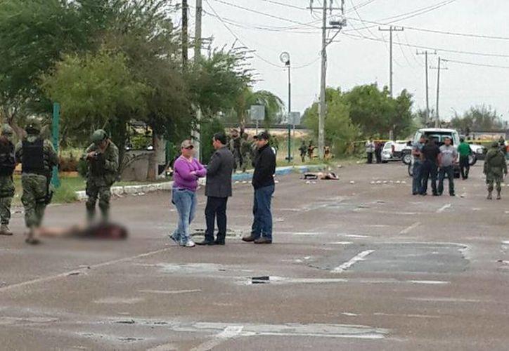 Tras el reporte de los cuerpos, las autoridades llegaron al lugar. (nuevolaredoenvivo.webnode.es)