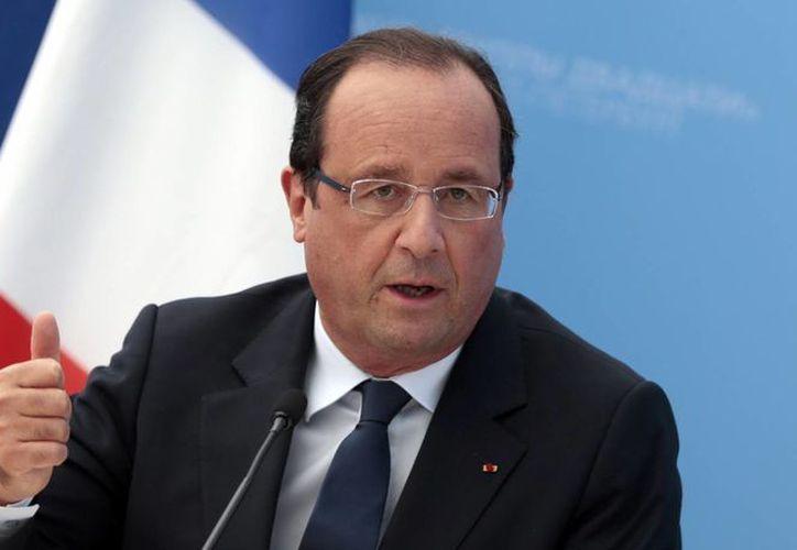 El presidente francés Francois Hollande y la alcaldesa parisina Anne Hidalgo apoyan la candidatura de París como sede de los Juegos Olímpicos. (huffpost.com)