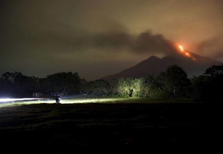 Vista del 'Volcán de Fuego' en erupción desde la aldea Santa Sofia, en Chimaltenango, Guatemala. (EFE/Archivo)