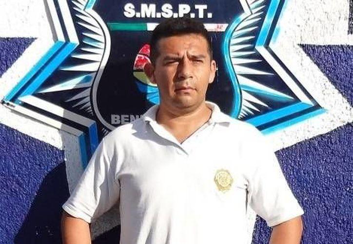 En el momento de su detención, Ramírez Flores traía puesta una camisa blanca de la policía del Estado de México. (Redacción/SIPSE)