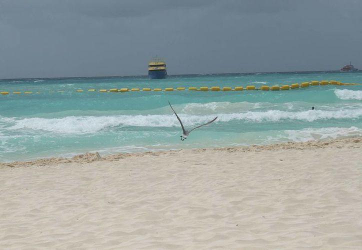 La Capitanía de Puerto estudiará el incremento en el oleaje, velocidad del viento y un probable evento de surada.  (Carlos Calzado/SIPSE)