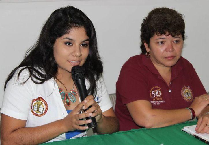 Gabriela Herrera Magaña, representante del ITM, anuncia la I Carrera y Caminata de 10 y 5 kilómetros. (Milenio Novedades)