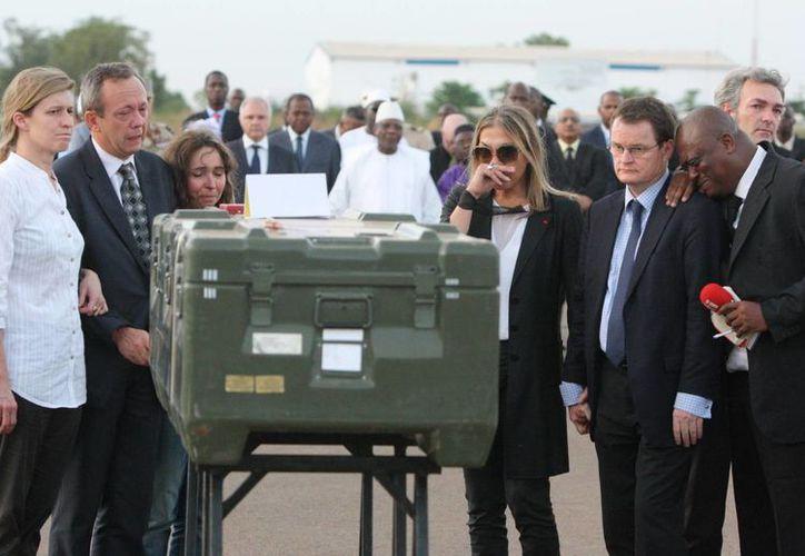 Empleados de Radio Francia Internacional (RFI), para la que trabajaban Dupont y Verlon, estuvieron presentes en la ceremonia. (Agencias)