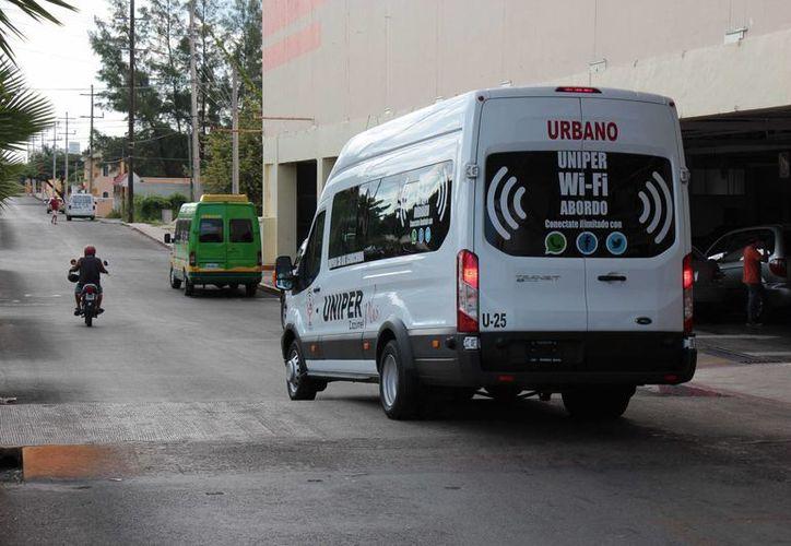Las nuevas unidades de la Uniper cubren las rutas 'tres' de la colonia Chentuk y 'cuatro' de la Emiliano Zapata. (Gustavo Villegas/SIPSE)