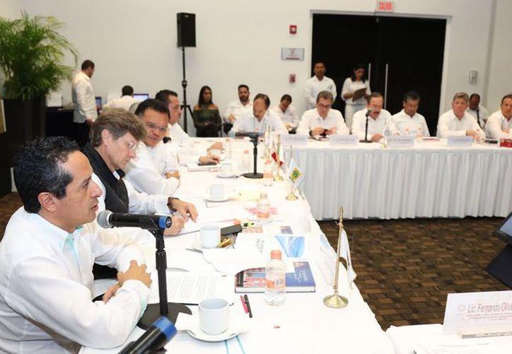 El gobernador de Quintana Roo asistió a la inauguración de la Conferencia Anual de Cruceros FCCA. (Cortesía)