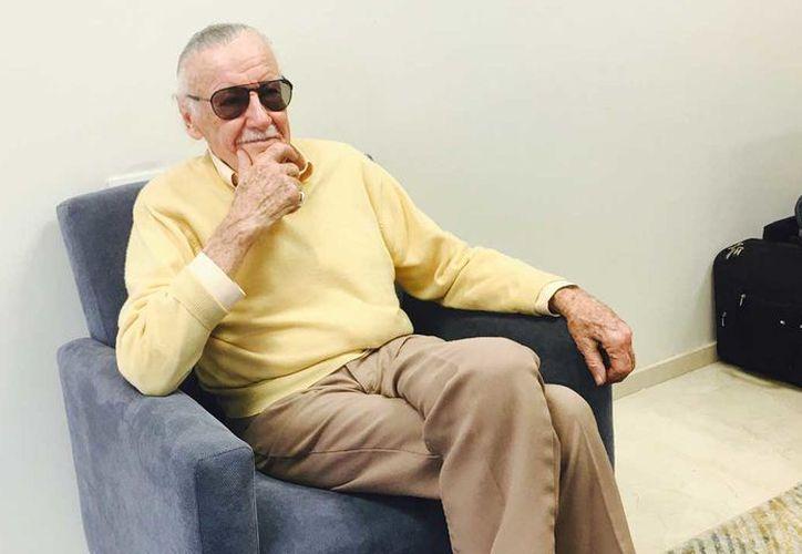 Stan Lee firmó artículos como The Amazing Spiderman #700, Marvel Visionaries y Daredevil #100. (Foto: Notimex)