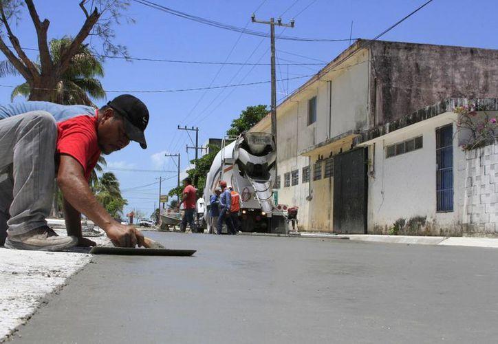 Los trabajos en la avenida Juárez iniciaron en abril pasado y tiene una inversión de 15 millones de pesos. (Ángel Castilla/SIPSE)
