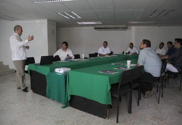 Invitan a empresarios a vender productos o servicios al extranjero. (Victoria González/SIPSE)