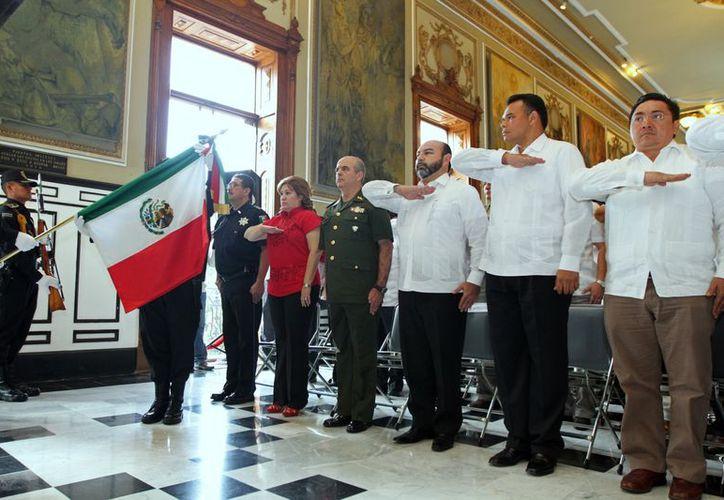 En el Salón de la Historia se llevó al cabo la ceremonia  conmemorativa en ocasión del CII Aniversario de la Revolución Mexicana.