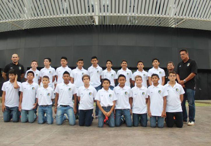 En el salón VIP del PolifórumZamná se hizo la presentación del equipo canterano de Venados FC Yucatán que viajará para competir en un torneo nacional sub-13. (SIPSE)
