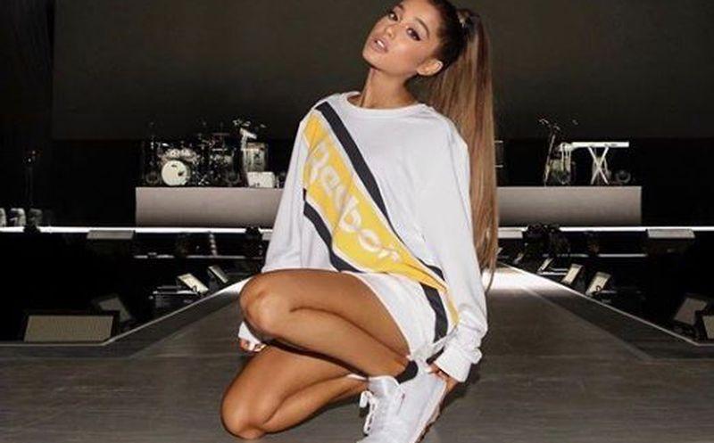 Ariana Grande reapareció con inesperado cambio de look