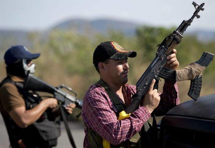 Las autodefensas deberán entregar las armas a más tardar el 10 de mayo. (Archivo/AP)