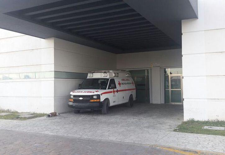 Elementos de la Cruz Roja decidieron trasladar a la pequeña al Hospital General para una revisión más extensa. (Redacción/SIPSE)