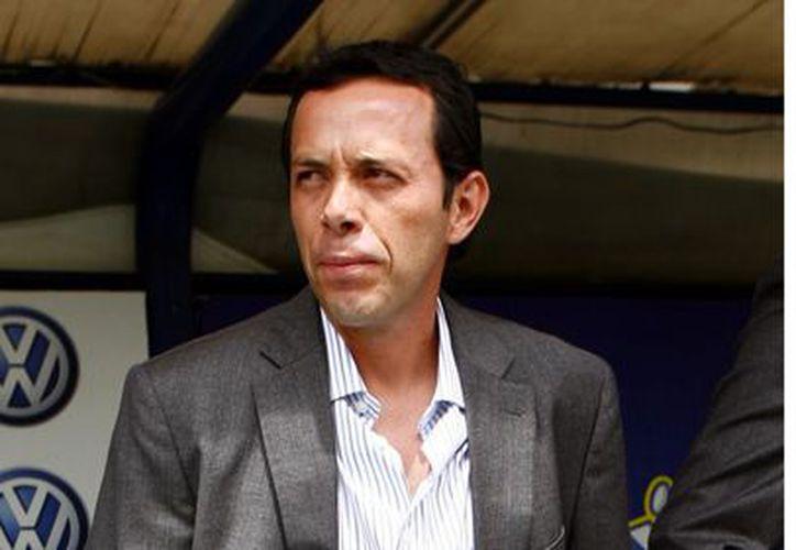 Sólo falta la firma para que Eduardo Fentanes se convierta en el nuevo técnico del San Luis. (Agencia Reforma)