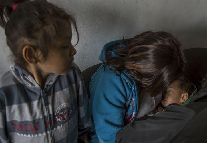 Asociaciones denuncian que el gobierno de Donald Trump usa a los hijos de migrantes como 'gancho' para arrestar a sus padres. (Animal Político)