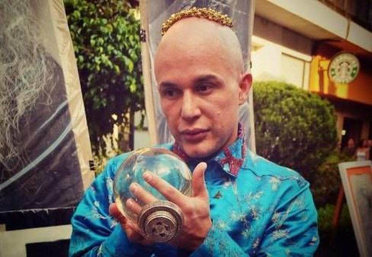 El astrólogo Rodrigo Rodríguez, era conocido por predecir la posible muerte de diferentes artistas como Juan Gabriel y Chespirito. (Contexto/Internet)
