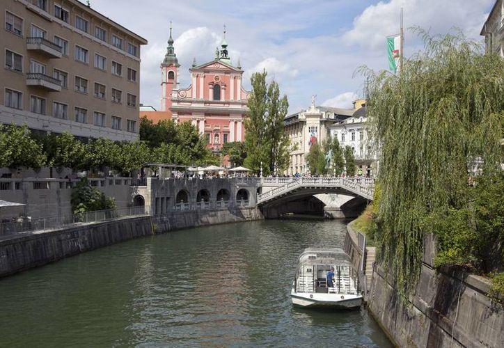 La capital eslovena, Liubliana, tiene todo para enamorar al visitante. (AP/Darko Bandic)