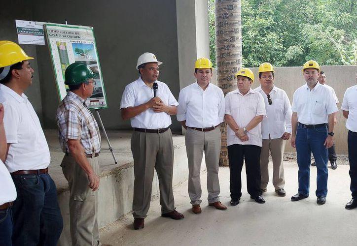 La construcción de la Casa de la Cultura registra un 80 por ciento de avance. El Gobernador visitó la obra en Chocholá. (Milenio Novedades)