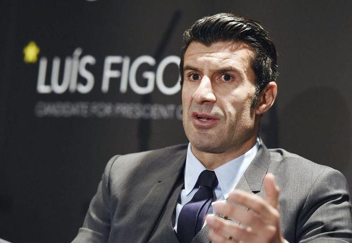 El 30 de enero, Luís Figo se convirtió en trending topic en Twitter al anunciar su candidatura a director de la FIFA. (Archivo/EFE)