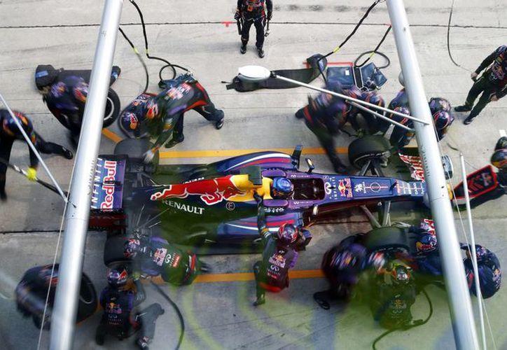 Red Bull se jacta de haber registrado la detención más breve 5 veces en el Gran Premio de Malasia este año, con 2.05 segundos. (Agencias)