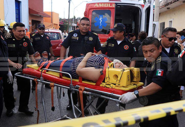 Un auténtico desastre causó una guiadora que se pasó una señal de alto en el cruce de las calles 66 por 43. (Fotos: Jorge Pallota/SIPSE)