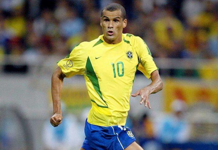 Pocos reconocen el aporte de Rivaldo para obtener el pentacampeonato de Brasil en 2002. (Foto: Archivo/Agencias)