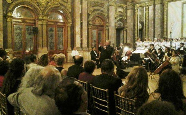 En el marco de un concierto de música yucateca de la Orquesta Clásica de México, se llevó a cabo la tercera entrega en la capital del país de la Medalla Ricardo Palmerín. (SIPSE)