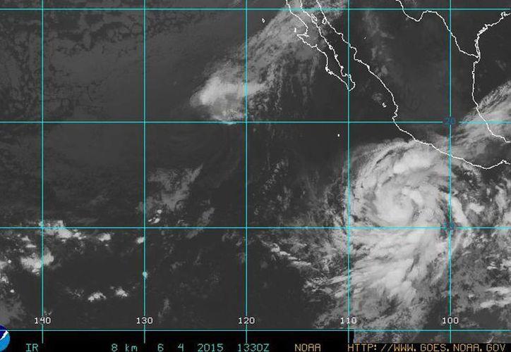Conagua detalló que el huracán 'Blanca' se encuentra a 730 kilómetros al sur-suroeste de Punta San Telmo y a 730 kilómetros al sur-suroeste de Lázaro Cárdenas, Michoacán. (goes.noaa.gov)