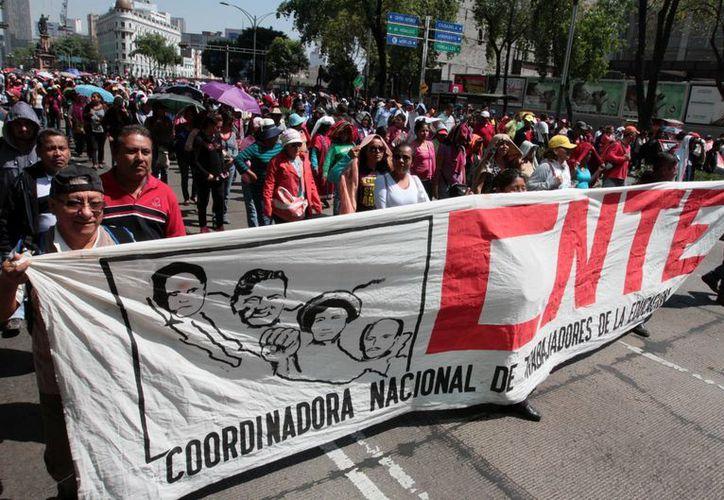 La sección 22 de la Coordinadora pidió a sus miembros tomar instalaciones del Ieepo. Maestros integrantes de la CNTE durante una de sus protestas en la Ciudad de México. (Archivo/Notimex)