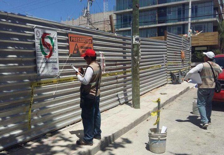La obra que se edifica en la avenida 10 con calle 26 de Playa del Carmen, fue clausurada ayer.  (Adrián Barreto/SIPSE)