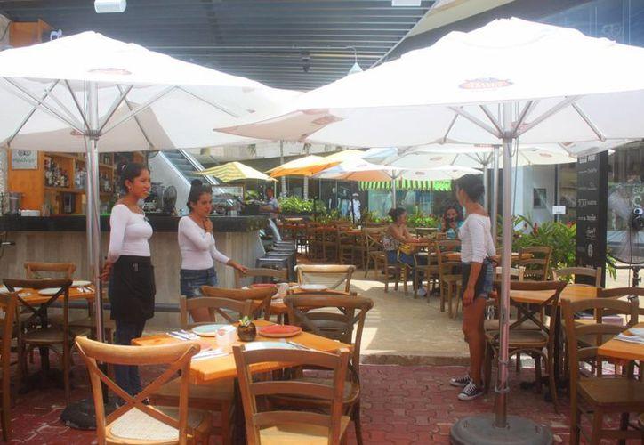 Las lluvias provocadas por el paso del huracán 'Earl', alejaron a los turistas de los restaurantes y de los tours. (Daniel Pacheco/SIPSE)